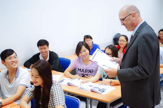 Chương trình du học tại chỗ UEF
