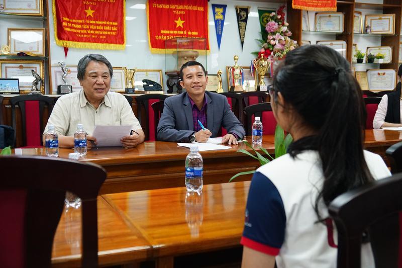làm việc đại học Đông Á 2